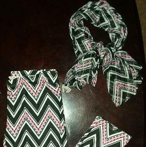 Girls size (L) leggings and matching scarf